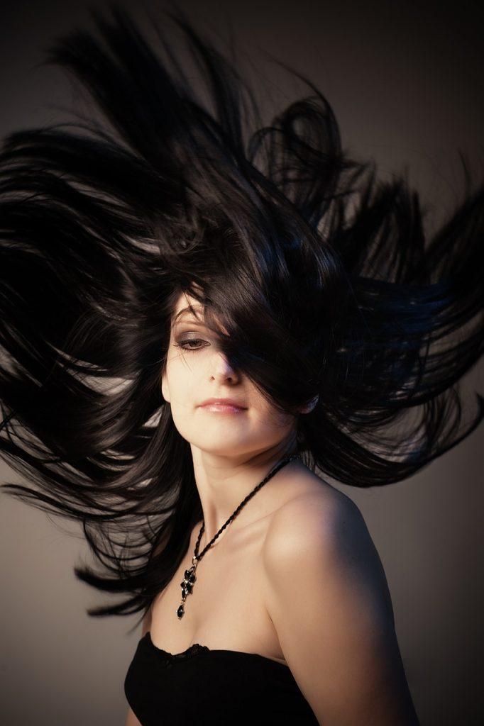 Allungare e infoltire i capelli con le extension in cheratina!